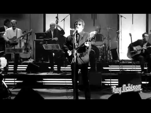 "Roy Orbison - ""Blue Angel"" from Black and White Night"