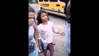 menina de 8 anos dando um turn dowm for what