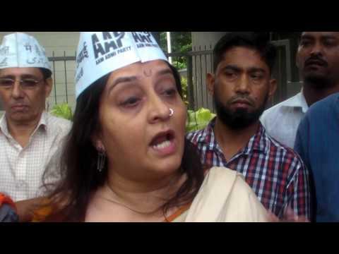 AAP Preeti Sharma Menon meets Badruddin & wife who are fasting against MMRDA &  Omkar Builder.