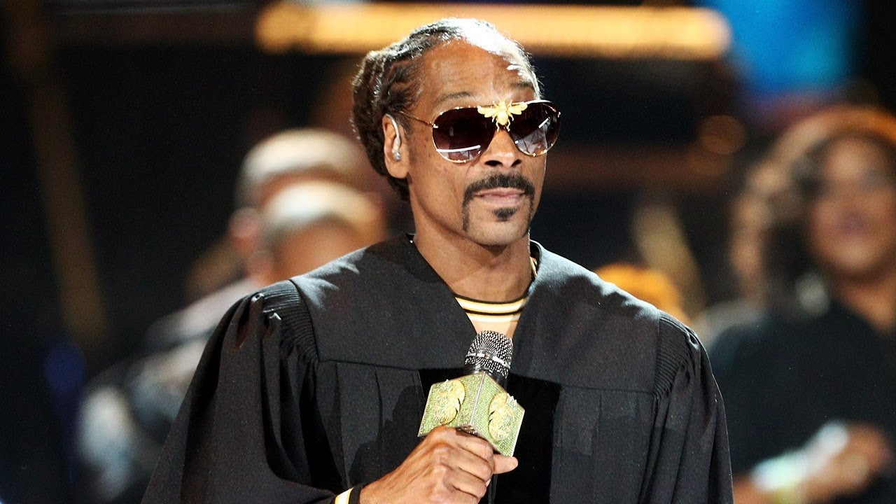 Snoop Dogg Closes the 2018 BET Awards With Hits Medley