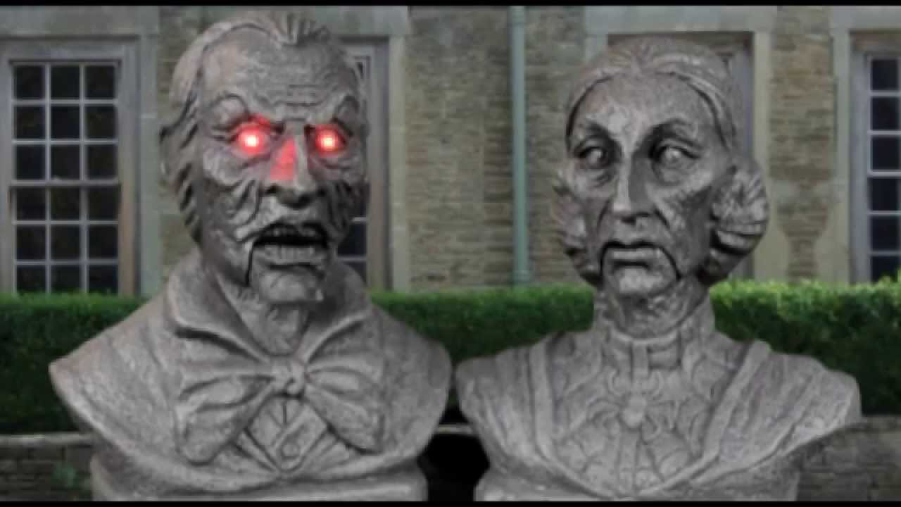interactive victorian couple bust set halloween decorations trendyhalloweencom - Victorian Halloween Decorations