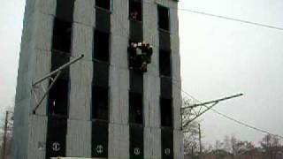 МЧС групповая эвакуация 13 человек за один раз(Поскольку у людей попавших в западню высоты (неважно 5-й или 25-й этажи) при каком либо ЧП, СЕЙЧАС БЫЛ только..., 2011-01-19T11:28:54.000Z)