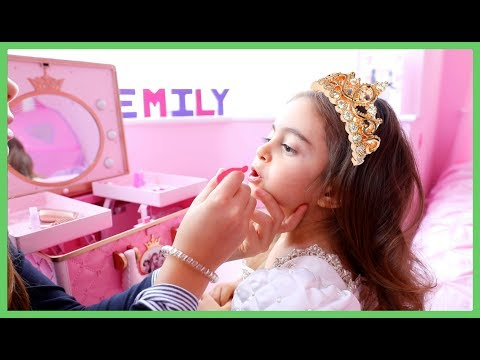 Transform Emily into a Princess 2