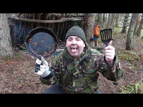 How i Clean My Cast Iron skillet When Out In The Woods Wild Camping,Bushcraft
