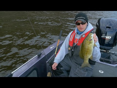 """Mississippi River Smallies"" - In-Depth Outdoors TV, Season 10, Episode 21"