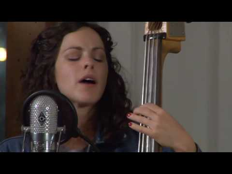 """Amy LaVere - """"Green Grass"""" @ Music in the Hall (Oxford, MS)"""