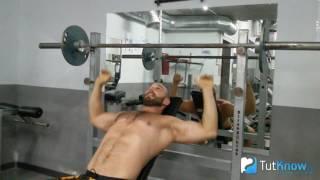 видео Жим штанги на скамье с наклоном. Техника выполнения