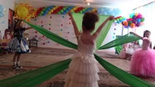 танец с тканью на выпускном