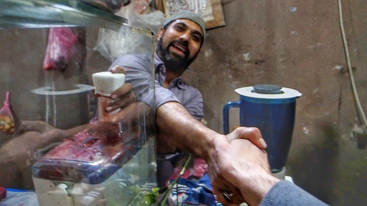 The Food Courts of a Pakistani Electronics Market 🥘