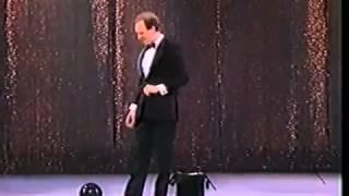 Michael Davis комик жонглер