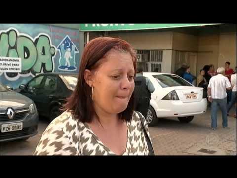 Pacientes psiquiátricos são acomodados no chão em posto da periferia de Porto Alegre