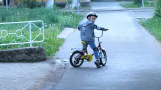 Как научить ребёнка кататься на двухколёсном велосипеде. Детские велосипеды.(Как научиться кататься на велосипеде? Вопрос встающий перед взрослыми, чьи родители забыли научить своих..., 2016-06-17T14:05:15.000Z)