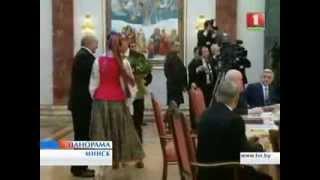 А . Лукашенко поздравляет Ильхама Алиева