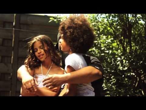 U-Niq ft. Eddy Ra en The Opposites - Moeder Is Een Elf