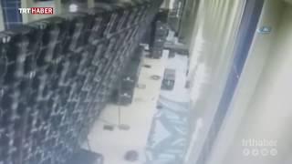 Otelin toplantı salonuna kurulan dev ekranlar devrildi