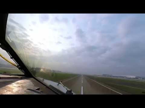Shenzhen (SZX/ZGSZ) to Hong Kong (HKG/VHHH), Cockpit video. Boeing 737-300