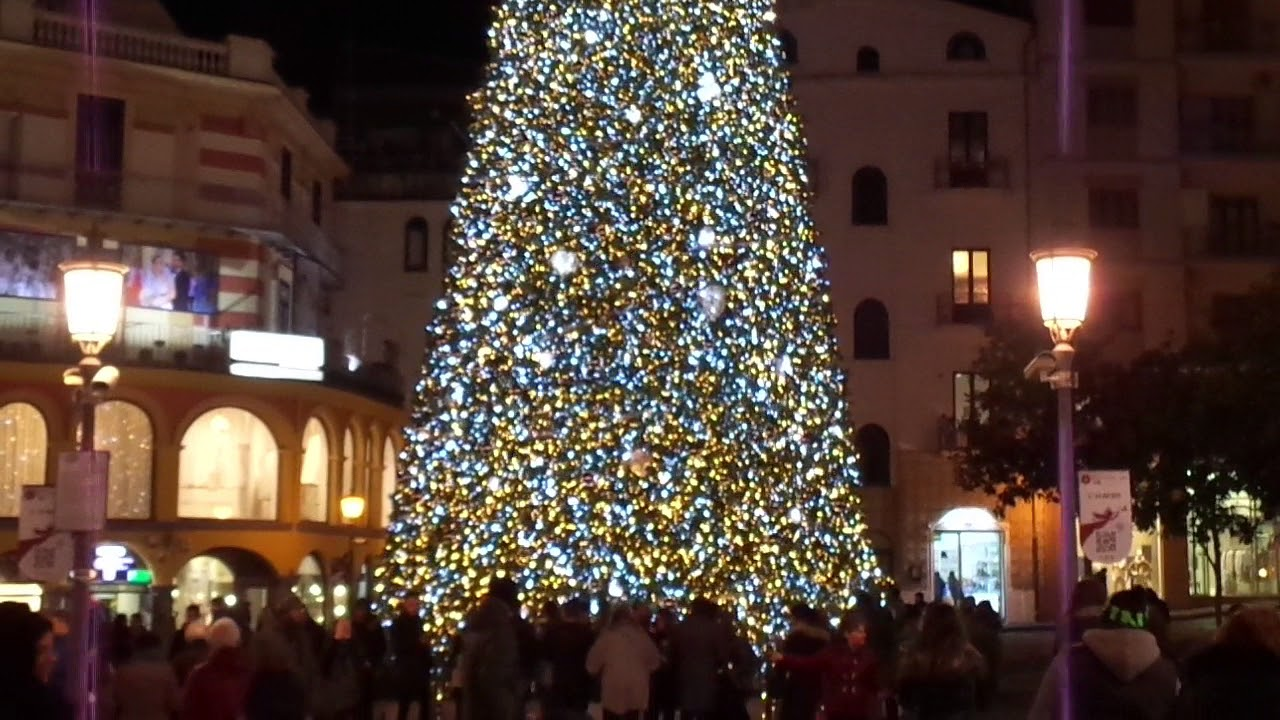 L 39 albero di natale 2017 2018 a salerno youtube for Obi albero di natale