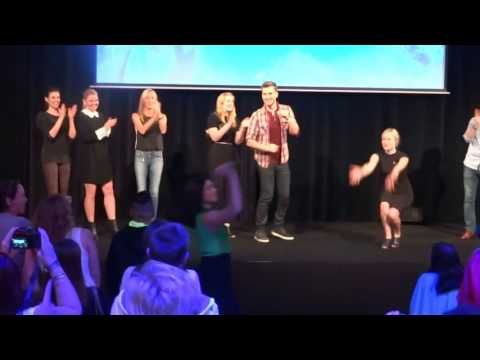 once upon a time cast sing let it go