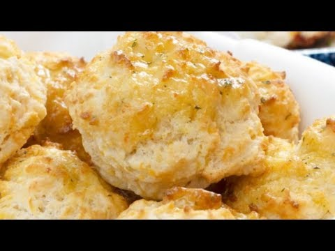 This-Is-Why-Red-Lobsters-Cheddar-Bay-Biscuits-Are-So-Delicious
