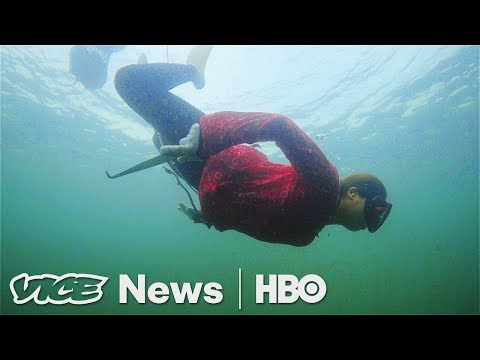 "Japan's Last ""Ama"" - The Female Fishers Who Free-Dive For Seafood (HBO)"