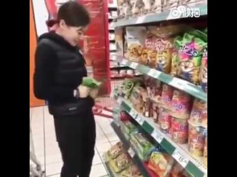 Chinese woman vandalizes Lotte supermarket in the name of 'patriotism'