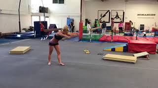 Бритни Спирс в спортивном бикини готовится к выступлению на Олимпиаде-2028