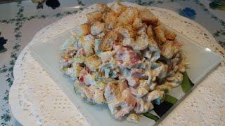 Хрустящий салат с копченой курицей
