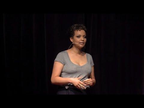 O SUS e a humanização da saúde   Júlia Rocha   TEDxLaçador