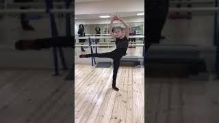 Софья Акатьева на уроке хореографии Людмилы Борисовны Шалашовой