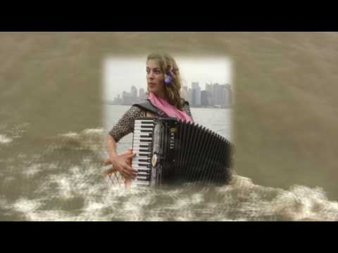 Rachelle Garniez sings