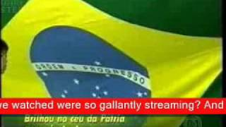 Baixar A seleção brasileira de futebol canta com amor o seu hino pátrio