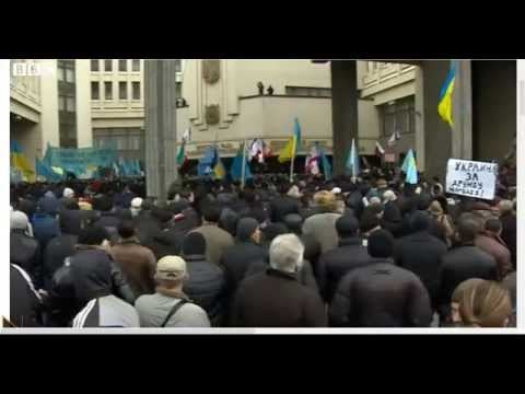 Ukraine crisis: Rival rallies of protesters in Crimea / Crimean Tatars / BBC News 26/02/2014