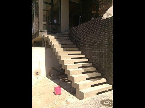 Бетонная лестница на боковом двухкаркасном косоуре