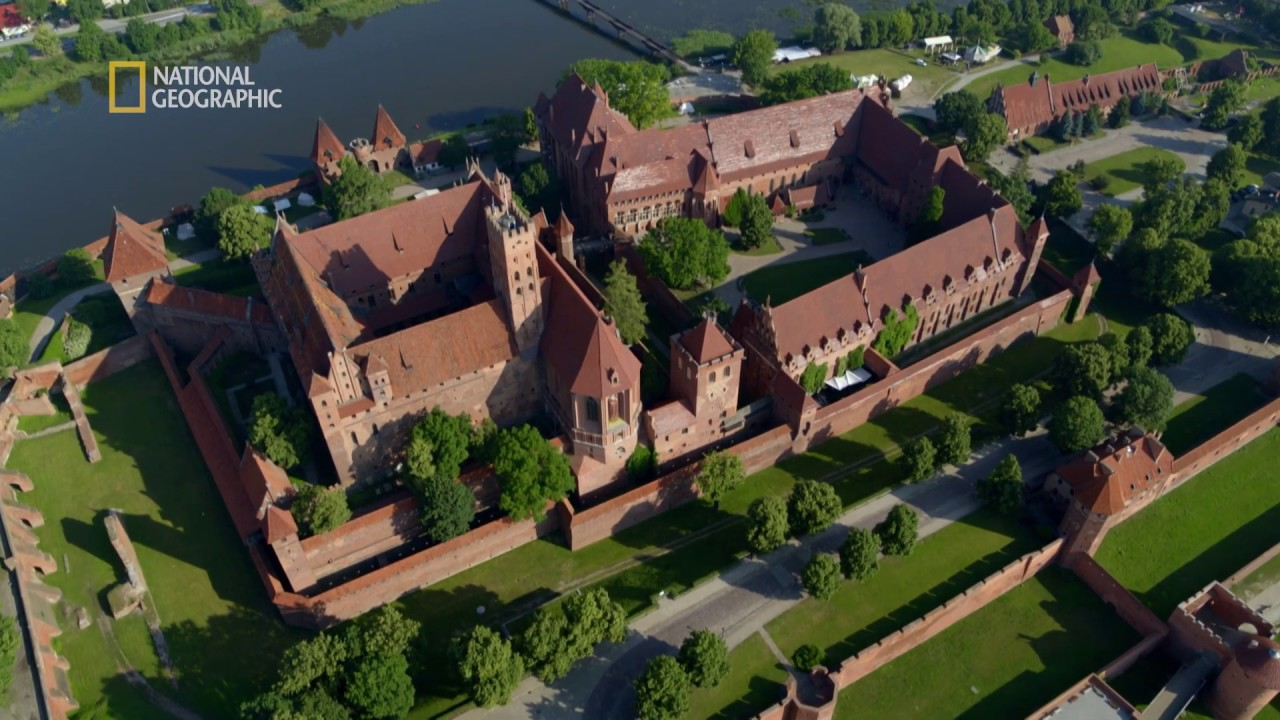 Oto największy średniowieczny zamek w Europie [Europa z powietrza]