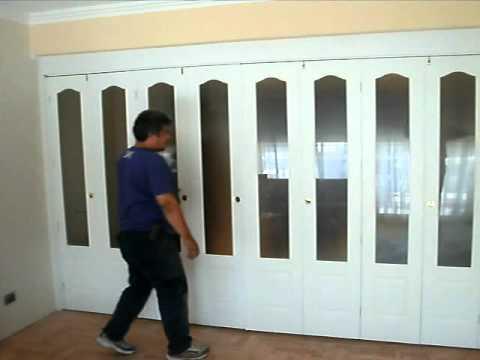 Puertas plegadizas youtube for Puerta de acordeon castorama
