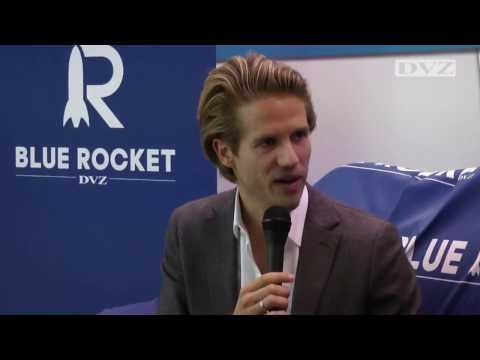 DLK 2016: Ferry Heilemann auf dem BLUE-ROCKET-Sofa der DVZ