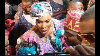 People Scream As Faithia Williams Step Out To Dance Spray Kunle Afod  At His Mum Birthday