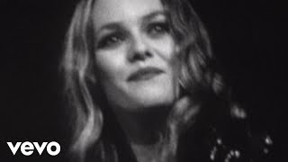 Смотреть клип Vanessa Paradis - LEau À La Bouche