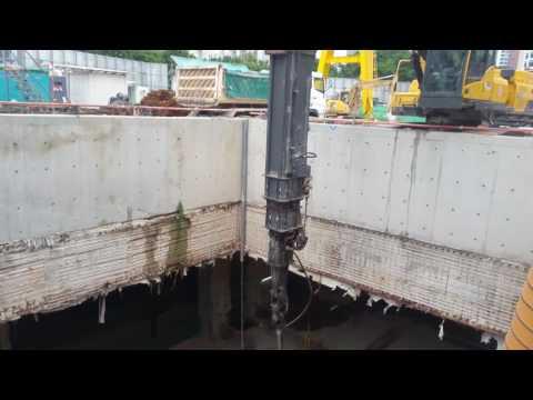 Volvo telescope Excavator 27 meters deep excavation