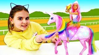 Барби наездница выиграла скачки! Розовая лошадь и Барби - Мультики для девочек