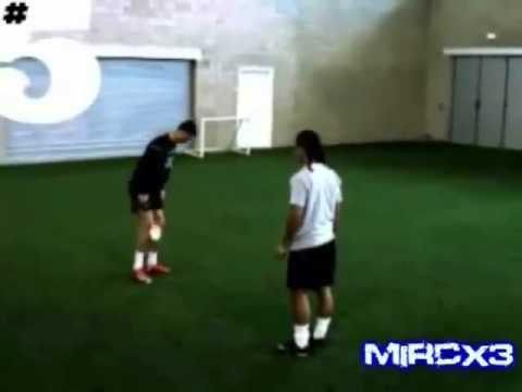 C.Ronaldo vs Ronaldinho Freestyle thumbnail