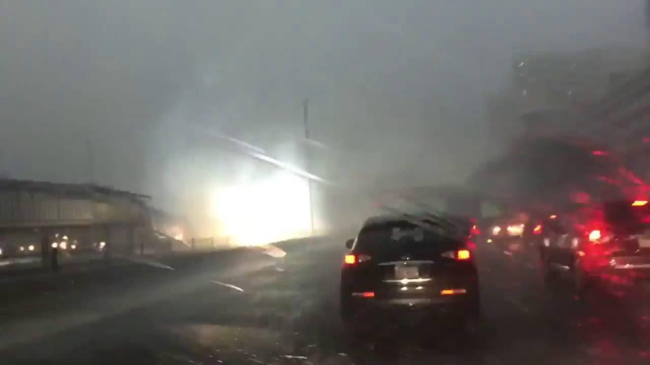 シカゴで撮影された雷雨の状況。電車施設が激しくスパーク