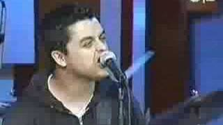 Green Day - 86 (Live on Mtv's first listen 2000)