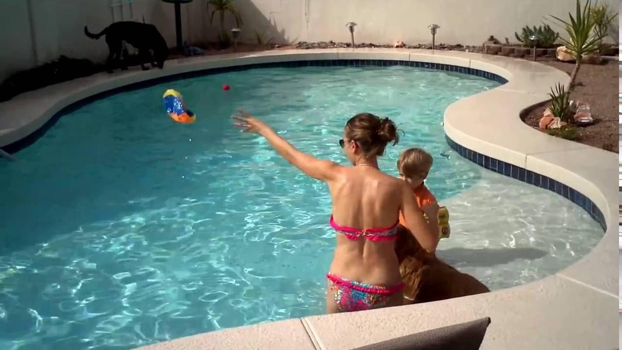 hot-moms-at-the-pool
