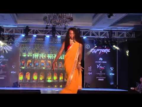 Venus Williams goes Bollywood at fashion show