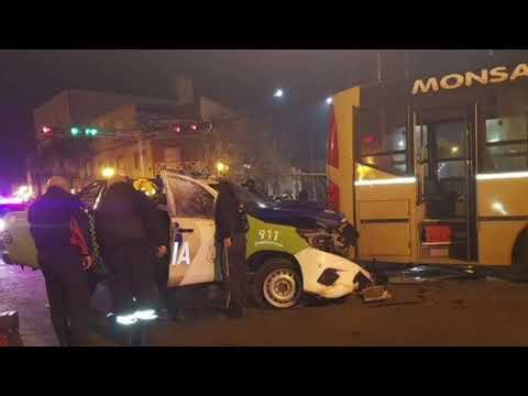Chocan un 60 y un patrullero: tres heridos