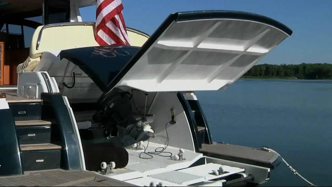 Hunt 52- dinghy garage - YouTube
