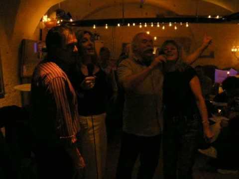 Karaoke in der Keller Bar