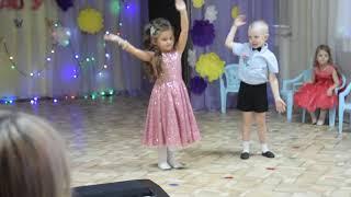 Милана танцуетна конкурсе Мисс детский сад. Milanese dancing to the Little stars. Miss kindergarten