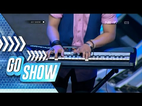 Yeah! Wendy TM shows us a different way to play a keyboard! - Go Show
